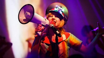 Alumna Amanda Waddell performing in Miss Revolutionary Idol Berserker (Photo by @Cyclone_A)