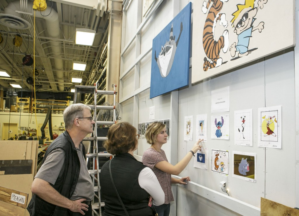Alice describes the enlargement process for cartoon transfer for her scenic painting class to parents Teresa and Byron Pollitt in 2015. (David Sprague/USC Photo)